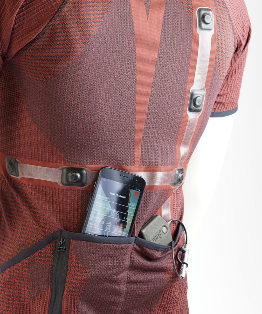 Cycling shirt with integrated haptic feedback